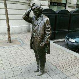 statue11b