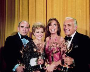 "LOS ANGELES, CA - MAY 17, 1976: (L-R) ""The Mary Tyler Moore Show"" co-stars - Ed Asner, Betty White, Mary Tyler Moore and Ted Knight - all won awards at the Academy of Television Arts & Sciences 28th Annual Primetime Emmy Awards held at the Shubert Theatre on May 17, 1976 in Los Angeles, California. (Photo by TVA/PictureGroup/Invision for the Academy of Television Arts & Sciences/AP Images)"